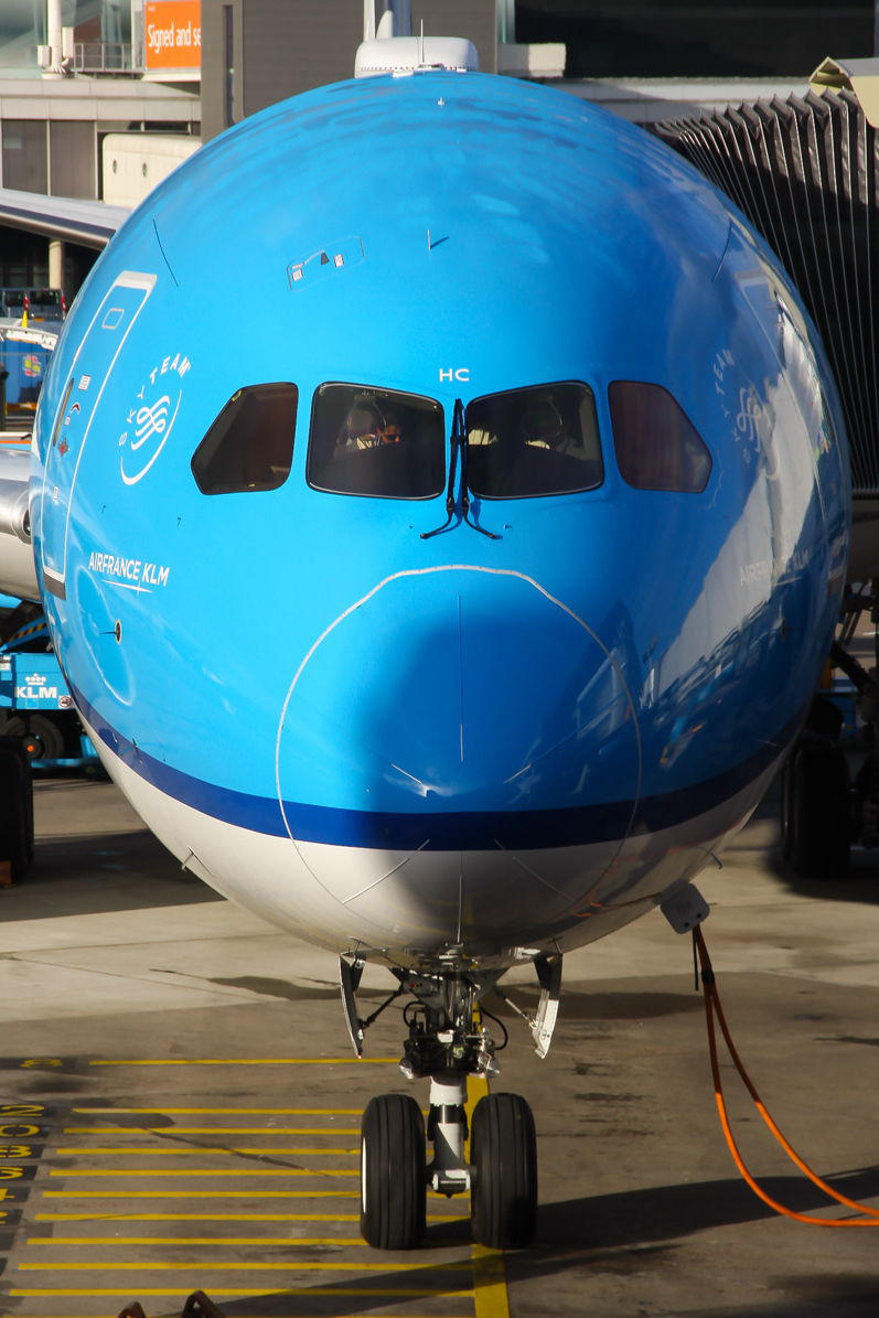 KLM 787 front